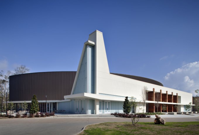 New building on the Crossroads Church campus located in Lafayette, Louisiana, designed by Architects Southwest.